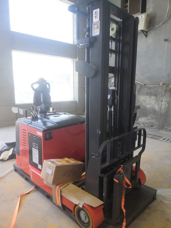 南京红太阳建材老板喜购龙工前移式堆高车