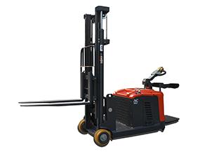 全电动平衡重式堆高车(站驾式)1