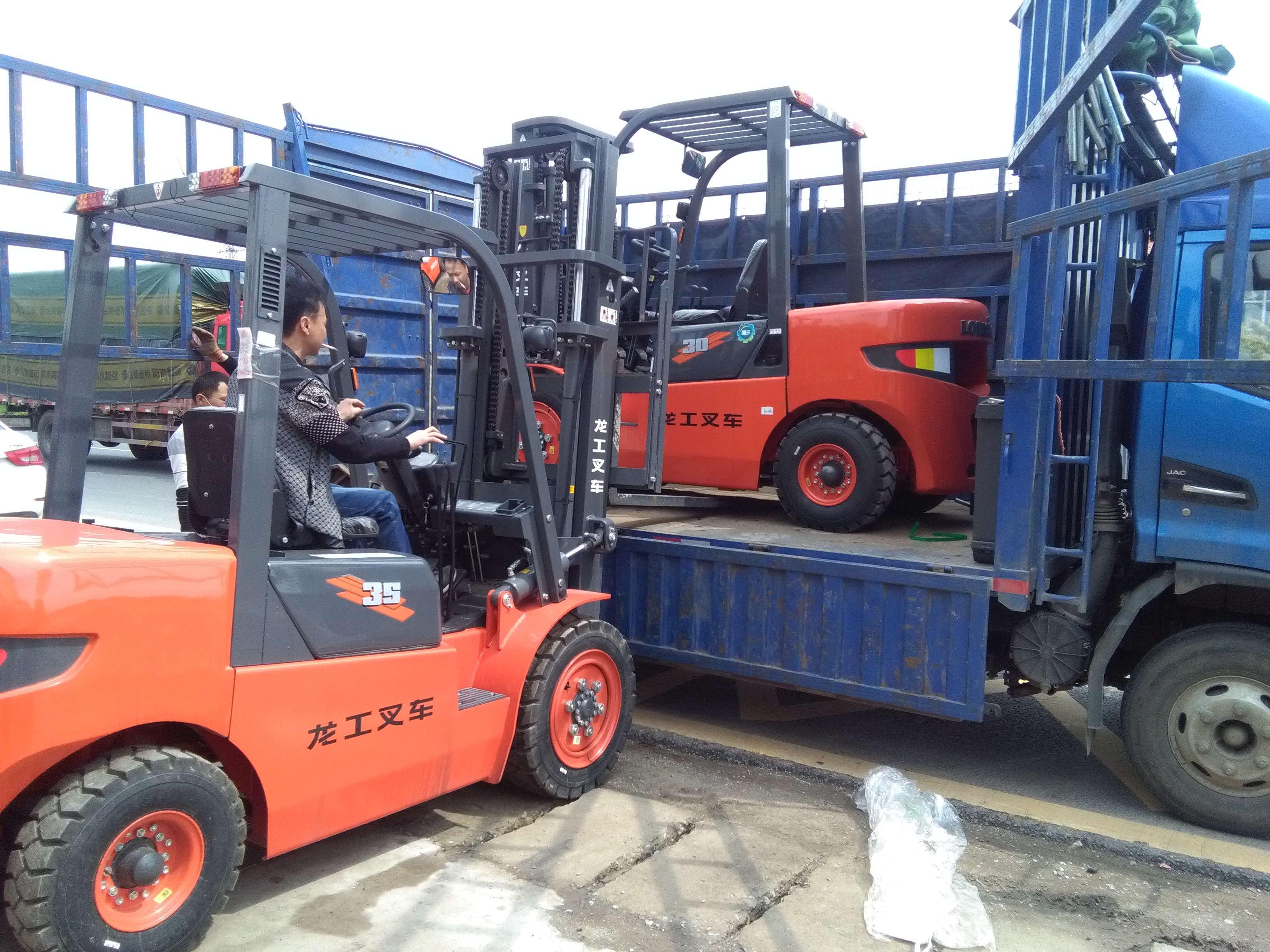 龙工3.5吨内燃叉车